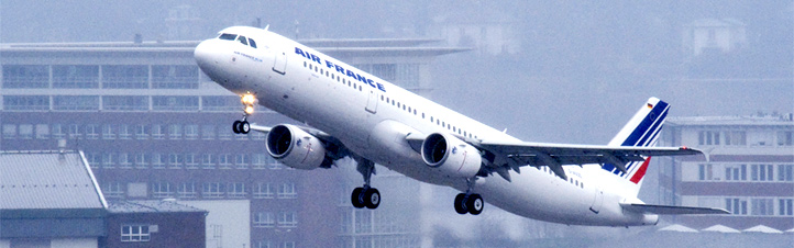 Ein Flugzeug hebt ab. Damit in Zukunft noch weniger Fluglärm entsteht, arbeiten Wissenschaftler an neuartigen Lösungen. Bild: Airbus