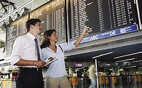 """Die Fluggäste betreten den Flughafen von der """"Landseite"""" und gehen zum Check-in. Bild: Fraport"""