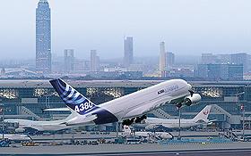 Ein Airbus A380 hebt sicher und pünktlich ab. Bild: Fraport