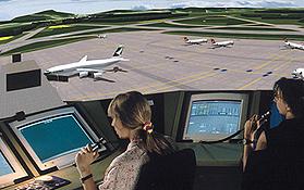 Um die Abläufe am Flughafen zu verbessern, werden sie an Tower-Simulatoren getestet. Bild: DLR
