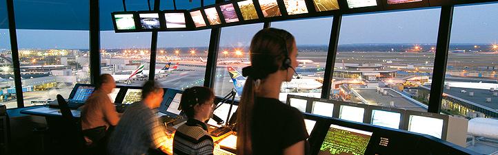 Im Tower werden alle Flugbewegungen organisiert.Bild: Fraport AG