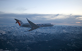 DLR-Forschungsflieger HALO über den Alpen. Bild: DLR