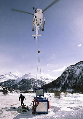 Beim Lufttransport in schwierigem Gelände muss der Hubschrauber-Pilot sehr erfahren und konzentriert sein. Bild: Eurocopter