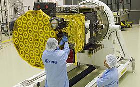 So fing es an: Hier wurde ein Testsatellit für das Galileo-System startklar gemacht. Bild: ESA