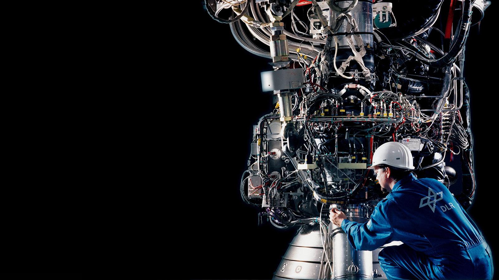 Vorbereitung für einen Triebwerktest. Bild: DLR