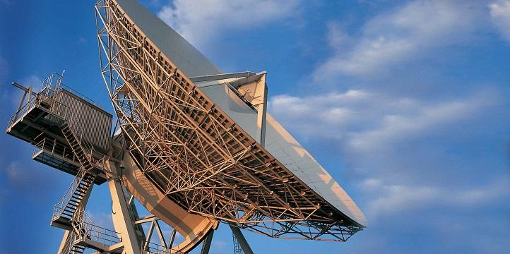 Eine Antenne zum Empfang von Satellitendaten. Bild: DLR