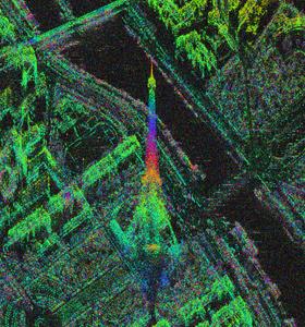 Der Eiffelturm in Paris – gesehen vom Radarsatelliten TerraSAR-X. Die verschiedenen Farben geben hier die jeweilige Höhe an. Bild: DLR