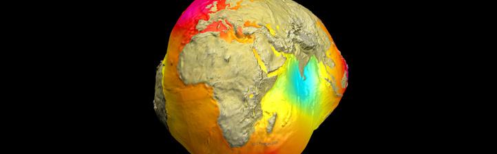 Schwerefeld-Modell der Erde in stark übertriebener Form. Bild: GFZ (A. Helm)