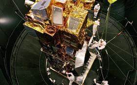 Manche Satelliten – wie hier der europäische Umwelt-Satellit Envisat – sind groß wie ein Bus. Andere sind klein wie eine Waschmaschine. Bild: ESA