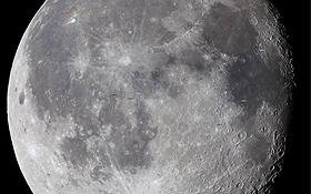 Der Mond – genauer die der Erde zugewandte Seite, auf der alle sechs Apollo-Landungen erfolgten. Eingezeichnet sind alle Apollo-Landestellen. Bild: Rolf Hempel