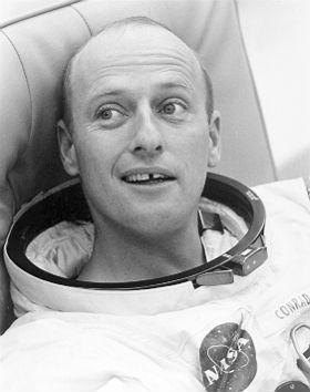 Pete Conrad (1930-1999) war ein super-sympathischer Typ: immer gut drauf und zu Späßen aufgelegt – selbst hier kurz vor dem Start zu seiner Mond-Mission Apollo 12.<br>Bild: NASA
