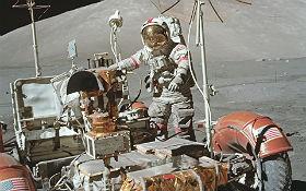 """Das Foto zeigt das """"Mond-Auto"""", mit dem die Astronauten bei den letzten drei Mond-Missionen weitere Strecken zurückgelegt haben. Bild: NASA"""