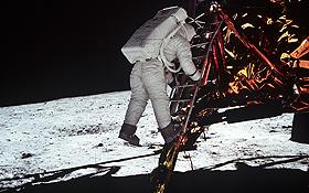 """Die Mond-Landefähre: Sie wurde von den Astronauten benutzt, um vom größeren Apollo-Raumschiff auf die Mond-Oberfläche zu fliegen – und nach dem """"Ausflug"""" auf den Mond auch wieder zurück zum Mutterschiff. Bild: NASA"""