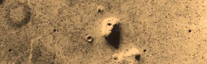 Gibt es Leben auf dem Mars? Auf diesem Foto, das die amerikanische Mars-Sonde Viking 1 im Jahre 1976 vom Mars zur Erde funkte, glaubten Science-Fiction-Fans ein Gesicht zu erkennen. Doch es handelte sich nur um einen Felsen, der bloß etwas seltsam aussah.Bild: NASA, JPL