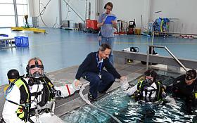Astronauten und Trainer. Bild: ESA, DLR