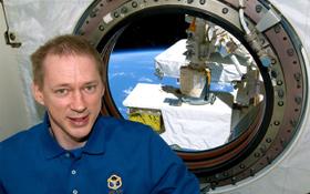 Der belgische ESA-Astronaut Frank De Winne: Er erprobte den neuen Sensor zur Messung der inneren Körpertemperatur.<BR> Bild: ESA