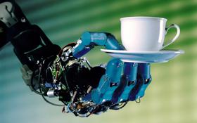 Roboter, die Getränke servieren? Das Foto soll nur demonstrieren, was Roboter alles so können – wie hier eben auch dank der Weltraum-Robotik. Bild: DLR