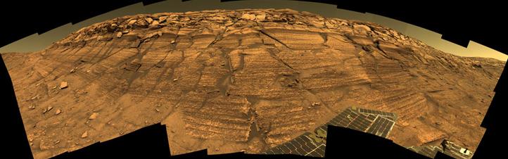 Ein Foto von der Landschaft auf dem Mars, das aus Einzelbildern des Opportunity-Rovers zusammengesetzt wurde. Bild: NASA/JPL/Cornell