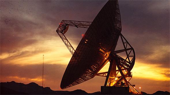 Mit riesigen Antennen wie dieser wird nach außerirdischen Signalen gesucht. Bild: NASA