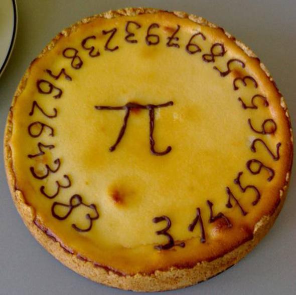 Die Zahl Pi, hier auf einer kreisrunden Torte. Bild: GJ/Wikipedia