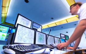 Die Forscher arbeiten mit leistungsstarken Computern um den Verkehr im Voraus zu berechnen und zu steuern. Bild: DLR, Markus-Steur.de