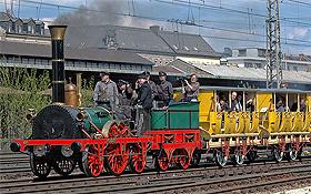 """Mit der Eisenbahn begann die Mobilität im großen Stil. Hier ein Nachbau des """"Adler"""", der ersten deutschen Lokomotive. Bild: M. Gertkemper"""