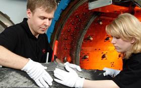 Bauteile aus Carbon-Fasern sind sehr leicht und dabei sehr stabil. Bild: DLR