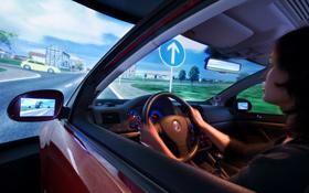 Auf einer großen Leinwand wird das Verkehrsgeschehen dargestellt. Bild: DLR, Markus-Steur.de