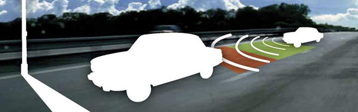 Sensoren messen die Geschwindigkeit und den Abstand zum Vordermann und warnen den Fahrer, falls er zu dicht auffährt. Bild: DLR