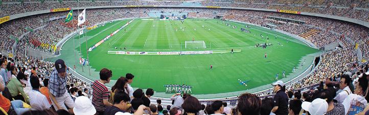 Große Sportereignisse ziehen immer viele Besucher an. Damit diese schnell und sicher ins Stadion kommen, ist viel Technik und viel Wissen nötig. Bild: Photos.com