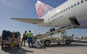Wie kommt das richtige Gepäck in die richtige Maschine? Teamwork und Kommunikation machen es möglich.<BR>Bild: Fraport AG