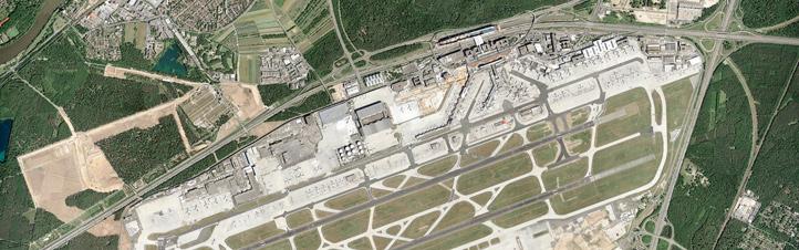 Der Flughafen in Frankfurt am Main aus der Luft. Nicht nur der Verkehr auf dem Flughafen selbst, sondern auch drum herum muss möglichst problemlos klappen. Bild: Fraport AG