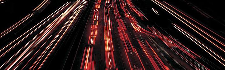 Ob wie hier auf den Straßen, ob auf den Schienen oder in der Luft: Der Verkehr wird überall immer dichter. Bild: BMU