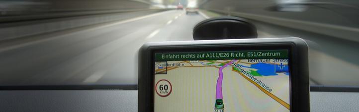 Viele Autofahrer nutzen ein Navigationsgerät, um den Weg zu ihrem Ziel zu finden. Bild: K.-A.