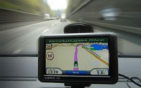 Ein Navigationsgerät im Auto. Bild: DLR