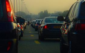 """""""Intelligente"""" Autos und Straßen können solche Staus wie auf diesem Foto vermeiden und die Sicherheit erhöhen. Bild: K.-A."""
