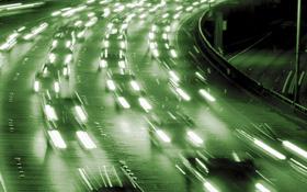 Noch rollen sie: die Autos auf unseren Straßen. Doch wie bleiben wir mobil, wenn es eines Tages kein Benzin mehr gibt? Die Öl-Reserven der Erde werden irgendwann in ein paar Jahrzehnten zur Neige gehen. Spätestens dann – aber besser mit Blick auf die Umwelt schon viel früher – sollten wir vom Benzin auf andere Antriebe umschalten. Bild: DLR
