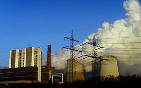 Kraftwerke stoßen viele Schadstoffe in unsere Atmosphäre aus. Bild: K.-A.