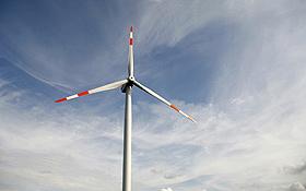Erneuerbaren Energien wie der Windkraft gehört die Zukunft. Bild: BMU (T. Härtrich)