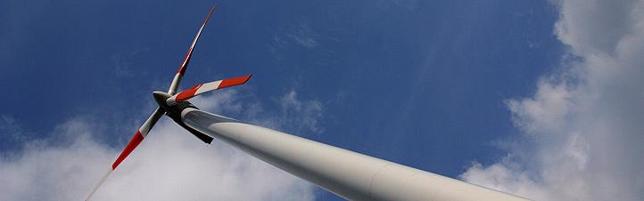 Mit gigantischen Windrädern wird die Kraft des Windes zur Stromerzeugung genutzt – ganz ohne Schadstoffe. <BR>Bild: Photos.com