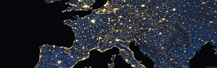 """Überall wird Energie benötigt – wie dieses Bild von Europa zeigt. Nur nebenbei: Hier wurden mehrere Satelliten-Aufnahmen zusammengesetzt, um das """"erleuchtete"""" Europa bei Nacht zu zeigen. Man sieht: Überall brennen die Lichter. Ohne Strom wäre unser Leben nicht vorstellbar. Bild: NASA"""