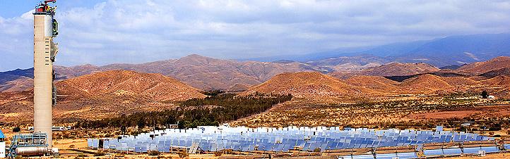 """In der Forschungsanlage """"Plataforma Solar de Almería"""" in Südspanien werden verschiedene Techniken für den Solarstrom von morgen entwickelt und getestet. Bild: DLR, Markus-Steur.de"""
