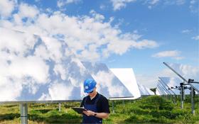 Im Solarkraftwerk Jülich wird nicht nur Strom erzeugt, sondern vor allem geforscht. Bild: DLR