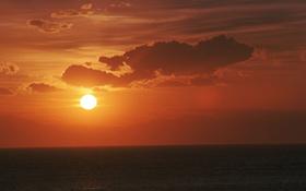 Moderne Solarkraftwerke können die Sonnenenergie auch nutzen, wenn die Sonne nicht scheint. Der Trick: Die Energie wird erst gespeichert und dann verbraucht.<BR>Bild: BMU