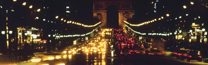 Die berühmte Prachtstraße Champs-Elysées in Paris. Könnte man auch mit Solarstrom so viele Laternen nachts zum Leuchten bringen? Bild: Photos.com