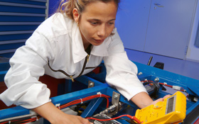 Das DLR betreut rund 500 Doktorandinnen und Doktoranden. Für den wissenschaftlichen Nachwuchs gibt es auch maßgeschneiderte Bildungsangebote. Bild: DLR