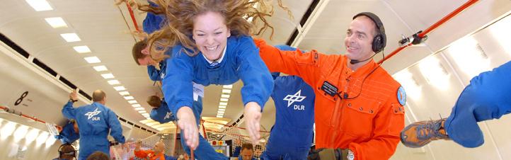 Eine Nachwuchswissenschaftlerin beim Parabelflug. Bild: DLR