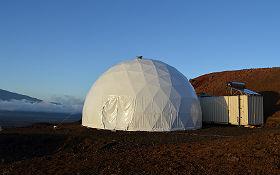 """Das """"Zuhause"""" der Mars-Crew: eine kleine Kuppel mit Wohn- und Schlafräumen. Bild: University of Hawaii at Manoa"""