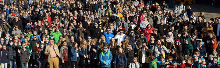 Rund 500 Kinder und Jugendliche verfolgten die Sonnenfinsternis auf einer DLR-Veranstaltung in Berlin (im FEZ in Wuhlheide). Bild: DLR