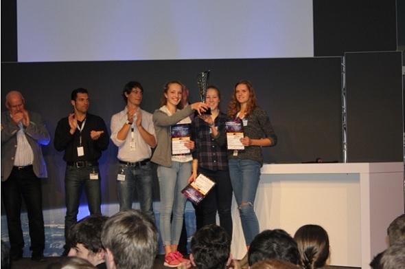Das Sieger-Team von der Erzbischöflichen Ursulinenschule aus Köln. Bild: Airbus D&S